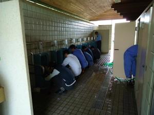 菱幸グループのトイレ清掃は素手のみで行います。