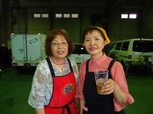 女性陣も笑顔で楽しく飲んでます。