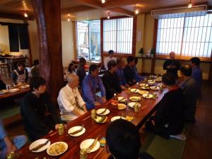 食事の前、会長からの食事作法のお話し。凄く勉強になりました。