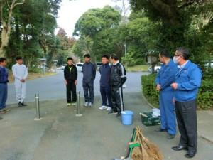 今回は会議前のトイレ清掃に学生の方も参加しました。