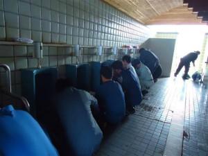 男子トイレが、みるみるきれいになります。